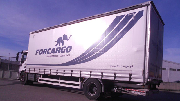 2-Axis truck with tarpaulins